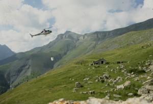 2003, l'arrivée de l'hélicoptère à la cabane du Croui, Estrop (Péone)