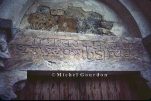 le linteau du portail de l'église daté de 1531