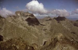 1986, l'Argentera (3297m) vue du sommet de l'Agnel (2794m)