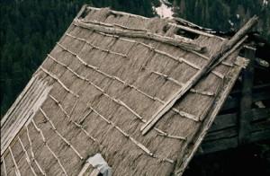 Belvédère, grange couverte de chaume