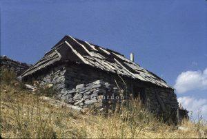 Entraunes cabane de la Bouisse 1982 AM1-344