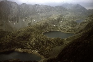 1982, en montant la baisse de la Valmasque : le lac Vert, le lac Noir et le lac du Basto