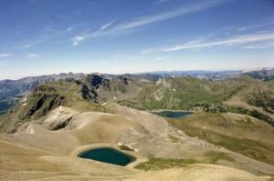 le lac des Garrets (2621m) & le lac d'Allos (2200m) vus du sommet des Garrets (2822m), juillet 1984