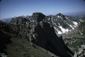 les Tours du lac d'Allos vues du sommet de l'Alavanche, juillet 1985