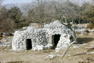 cabanes 7014 et 7015, la Glacière, 1977